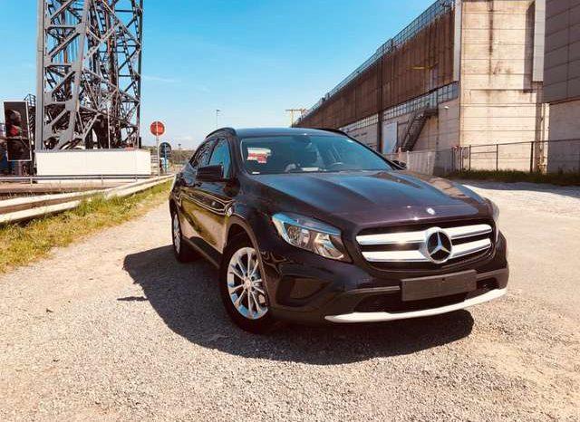 Mercedes-Benz GLA 180 d full